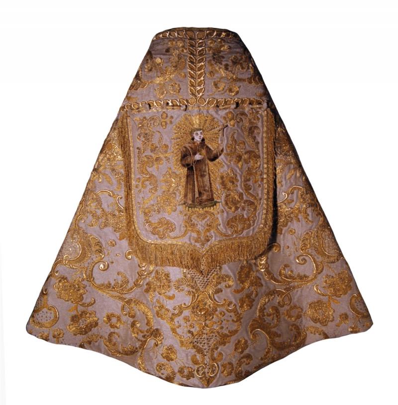 [Sección Textiles: Crucero, Altar de S. Rafael]
